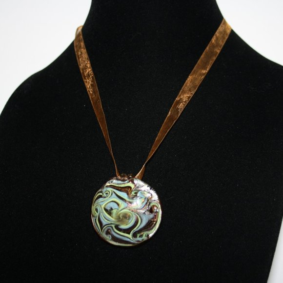 Beautiful gold ribbon and glass necklace